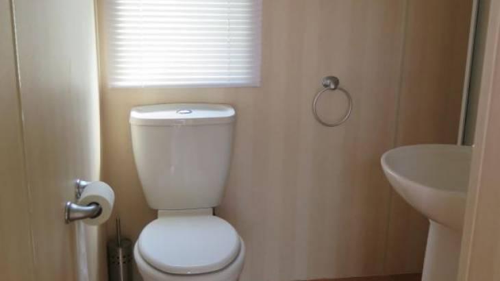 Chalet – Badkamer met wc & wastafel & douche