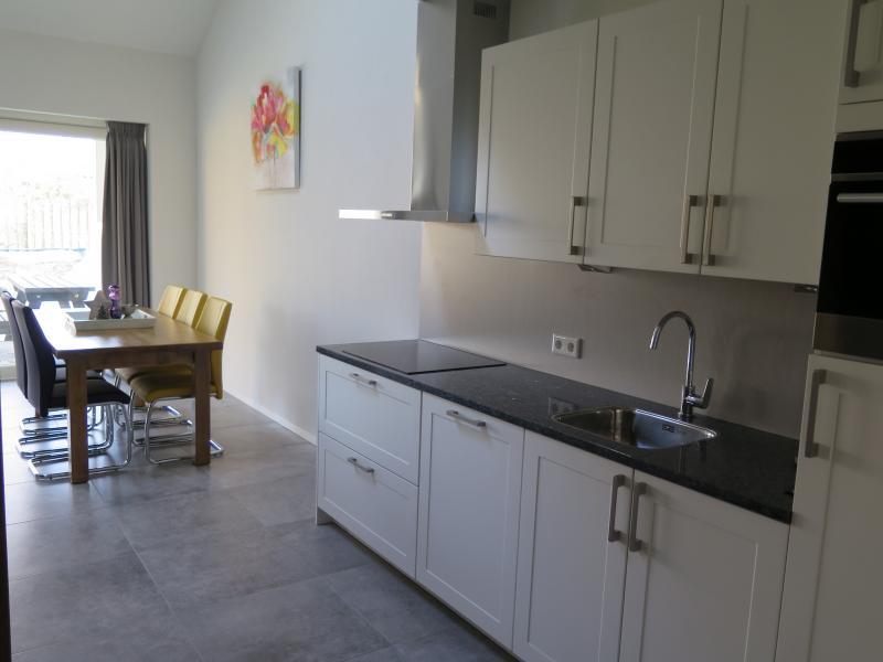 Appartement 4 – Keuken & Eettafel
