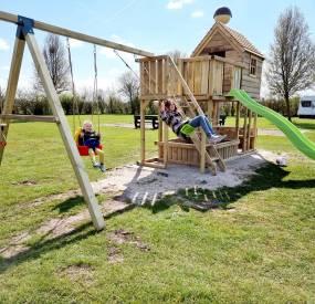 Nieuw Speelhuis op de Camping